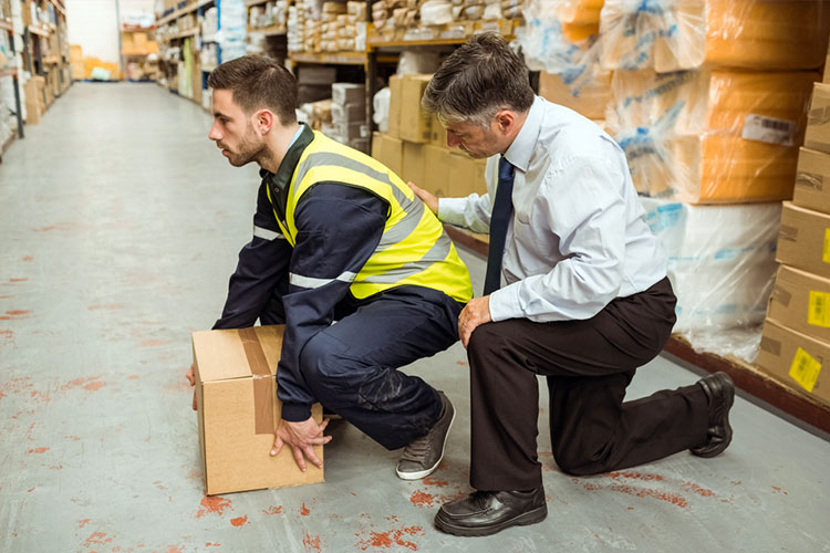 employer shows employee safe manual handling technique to prevent or limit risk of injury