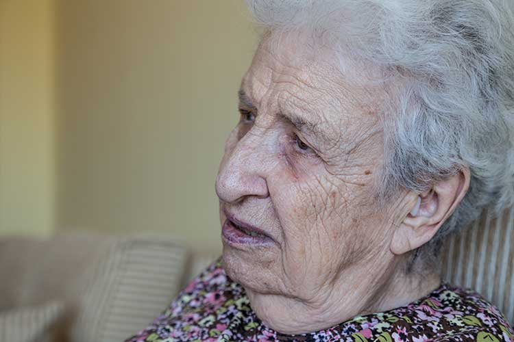 Elderly woman with cognitive impairment | Image