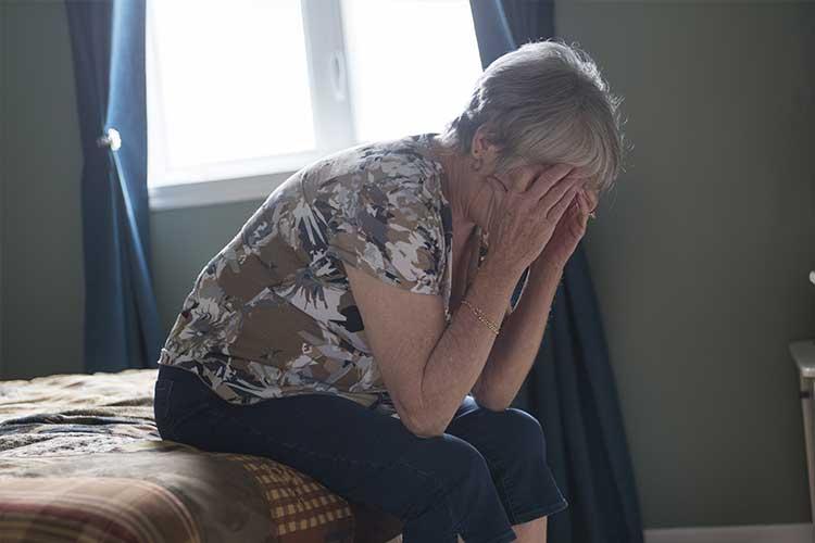 Elderly woman in dispair | Image