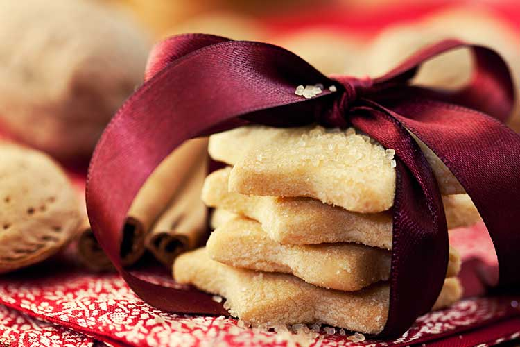 Cookies wrapped in a ribbon | Image