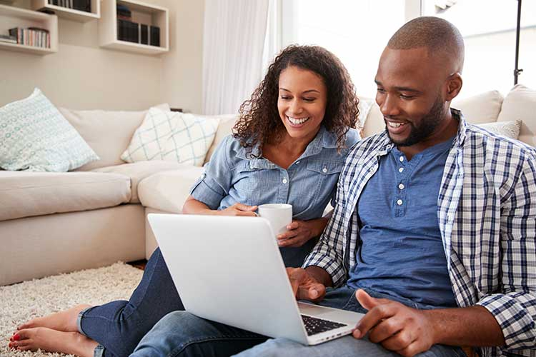 expectant couple taking online antenatal classes