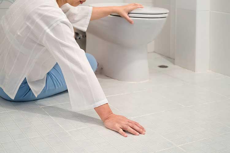 risk management idenitfying hazards woman slipping