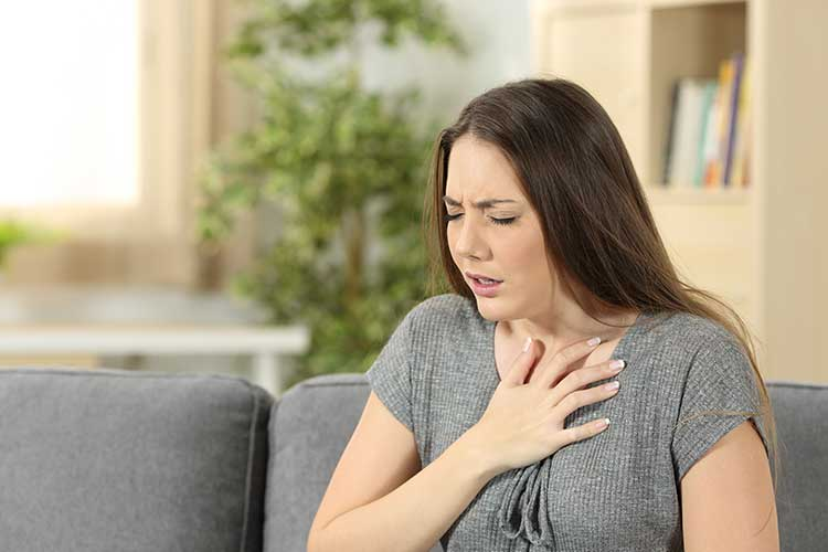 anaphylaxis symptoms swelling tightness throat