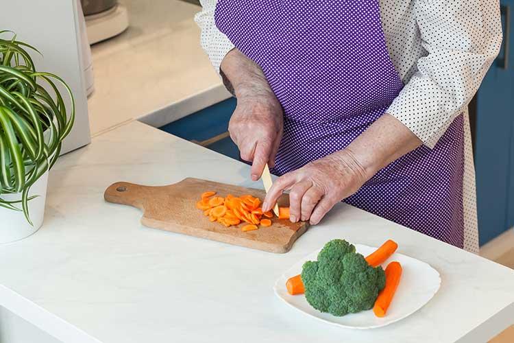 dyspepsia older adults cutting food